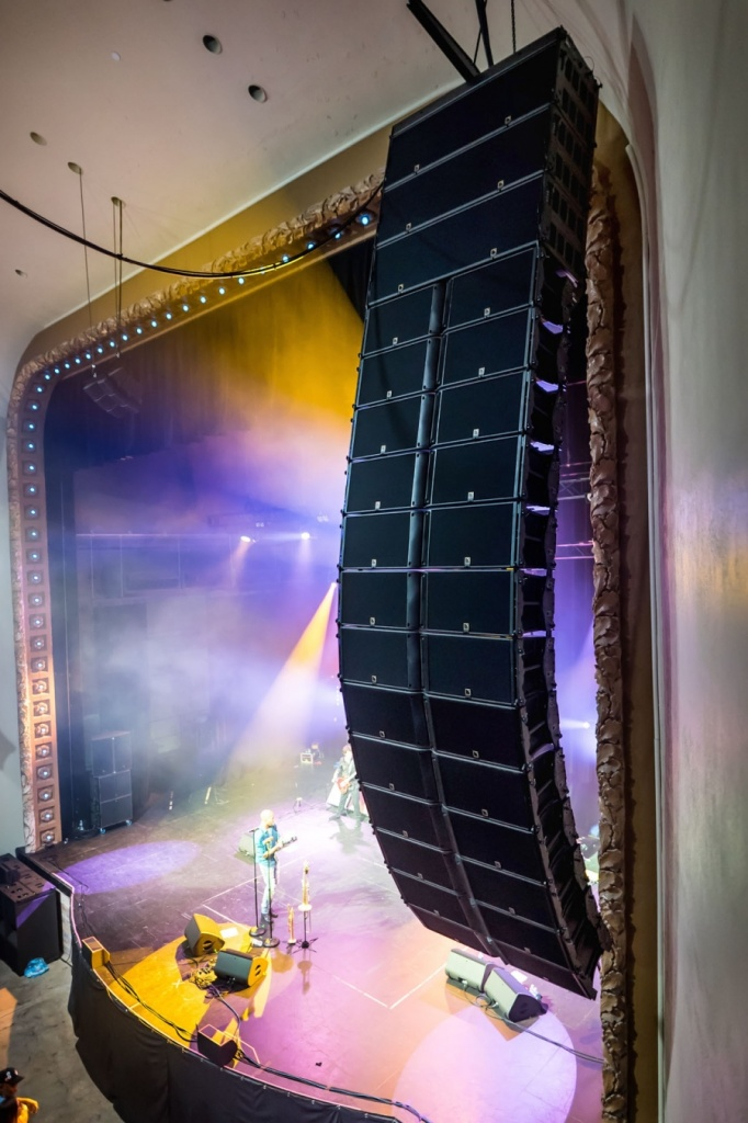 L-Acoustics_K2_in_Palace_Theatre2.jpg