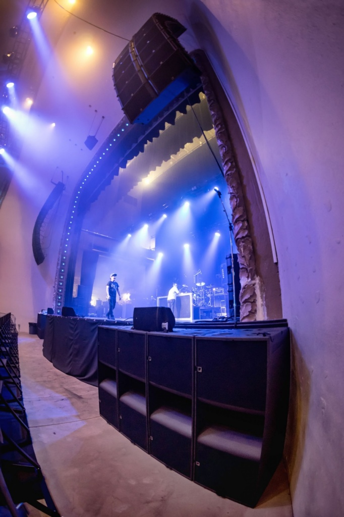 L-Acoustics_K2_in_Palace_Theatre3.jpg